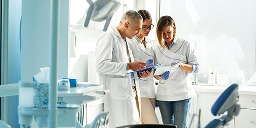 Mitarbeiterunterweisung Zahnarztpraxis: Arbeitsalltag